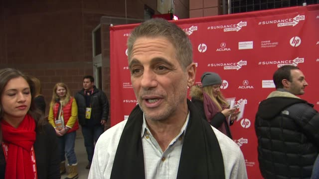 vídeos y material grabado en eventos de stock de interview tony danza on his character in the film what attracted him to the project and what it was like working with joseph gordonlevitt as a... - tony danza