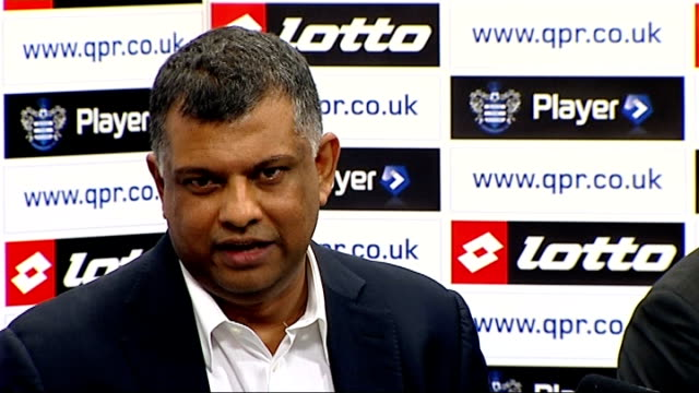 tony fernandes confirmed as new qpr owner england london int tony fernandes taking seat at press conference - トニー・フェルナンデス点の映像素材/bロール