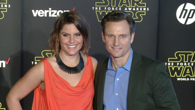 """tony goldwyn and anna musky-goldwyn at the """"star wars: the force awakens"""" world premiere at tcl chinese theatre on december 14, 2015 in hollywood,... - teatro cinese tcl video stock e b–roll"""