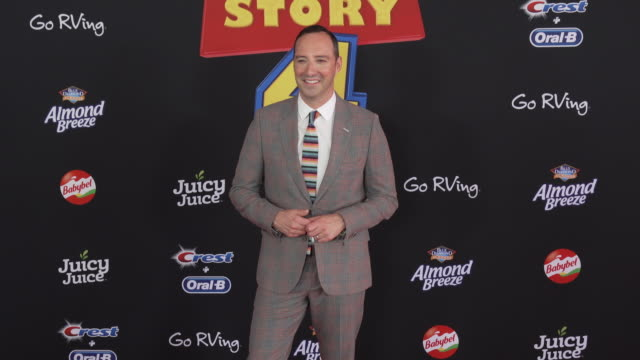 vídeos y material grabado en eventos de stock de tony hale at the world premiere of toy story 4 at el capitan theatre on june 11 2019 in los angeles california - cines el capitán