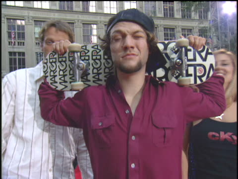 tony hawk and bam margera attending the 2003 mtv mtv video music awards red carpet - tony hawk skateboarder stock videos and b-roll footage