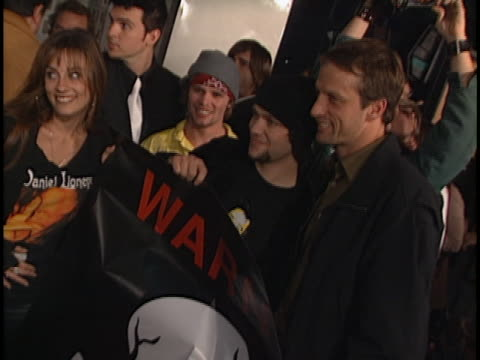 vidéos et rushes de tony hawk at the jackass the movie premiere at cinerama dome hollywood in hollywood ca - équidés