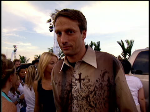 tony hawk walking on the 2004 mtv video music awards red carpet smiling into the camera and saying he took a cab to the ceremony - tony hawk skateboarder stock videos and b-roll footage
