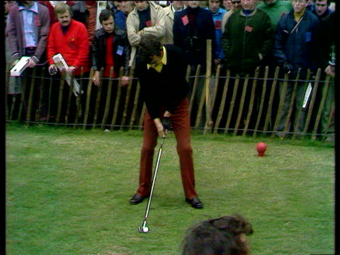 tony jacklin hits his tee shot into heart of green at 14th hole world matchplay championship semi final wentworth 1972 - pga world golf championship stock-videos und b-roll-filmmaterial