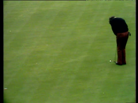 tony jacklin holes his putt on 15th green world matchplay championship semi final wentworth 1972 - pga world golf championship stock-videos und b-roll-filmmaterial