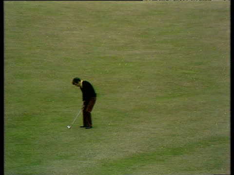 tony jacklin lovely lofted chip into 17th green world matchplay championship semi final wentworth 1972 - pga world golf championship stock videos & royalty-free footage