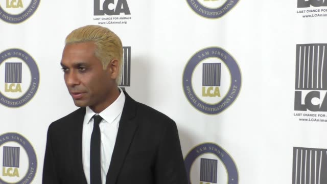 vidéos et rushes de tony kanal at the last chance for animals' annual benefit gala at the beverly hilton in beverly hills at celebrity sightings in los angeles on... - tony kanal