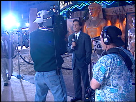 tony potz at the premiere of 'the mummy' at universal citywalk cinema in universal city, california on may 4, 1999. - universal city video stock e b–roll