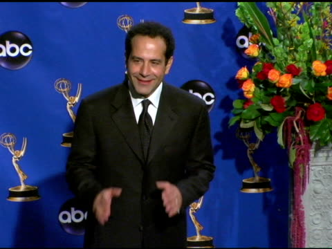 vídeos y material grabado en eventos de stock de tony shalhoub, presenter of outstanding writing for a variety, music or comedy program at the 2004 primetime emmy awards press room at the shrine... - premio emmy anual primetime