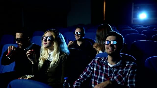 vídeos de stock, filmes e b-roll de muito engraçado - óculos de terceira dimensão