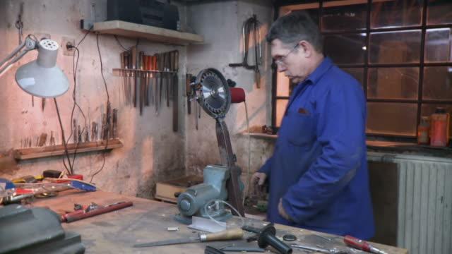 hd dolly: toolmaker fastening a circular saw blade - workbench stock videos & royalty-free footage