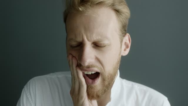 vídeos de stock e filmes b-roll de toothache - higiene dental