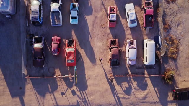 top down drone shot of bombay beach drive-in - installationskunst stock-videos und b-roll-filmmaterial