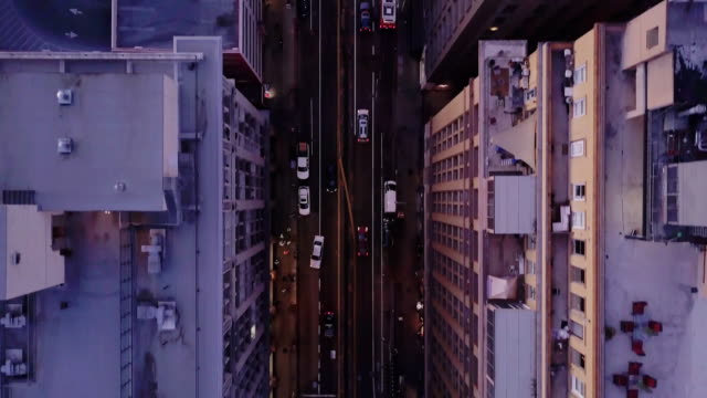 vídeos de stock e filmes b-roll de top down drone shot of seventh street, downtown la - distrito financeiro