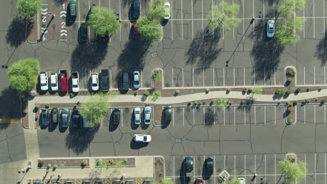top down drone shot von surface parking lot - parken stock-videos und b-roll-filmmaterial