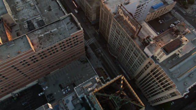 stockvideo's en b-roll-footage met top down drone shot of the eastern columbia building, downtown la - city of los angeles