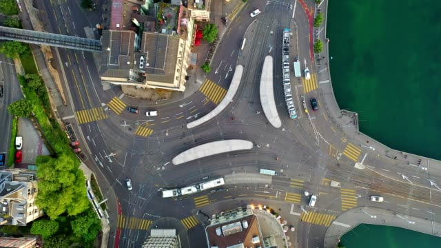 vidéos et rushes de top down footage of a busy road intersection with tram stops and rail by the limmat river in zurich, switzerland - passage balisé