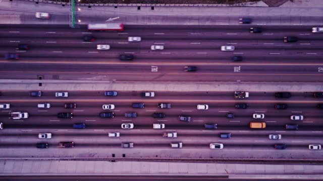 top down shot of freeway traffic - fast - ora di punta video stock e b–roll