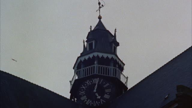 ms top of cathedral tower - romersk siffra bildbanksvideor och videomaterial från bakom kulisserna