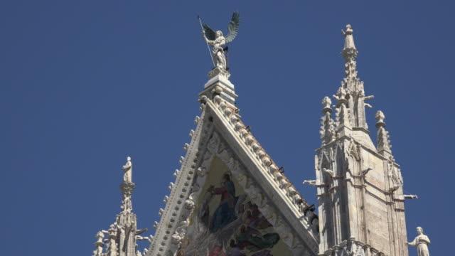 top of santa maria assunta cathedral - turmspitze stock-videos und b-roll-filmmaterial