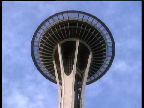 top of space needle observation area with external lift descending - スペースニードル点の映像素材/bロール