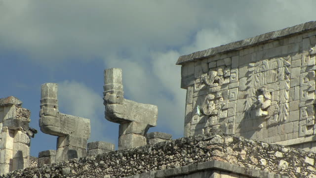 ms top of temple of the warriors at pre-columbian archaeological site built by maya civilization / chichen itza, yucatan, mexico - pre columbian stock videos & royalty-free footage