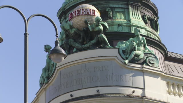 stockvideo's en b-roll-footage met cu pan top of the generali insurance building in albertinaplatz in vienna - vrouwelijke gestalte
