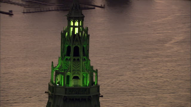 top of woolworth building w/ green lights on zo to xws almost silhouette of lower manhattan skyline hudson river new jersey bg - woolworth building stock videos & royalty-free footage