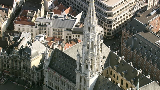 ms aerial zi tu top part of grand place in city / brussels, belgium - regione di bruxelles capitale video stock e b–roll