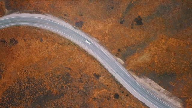 トップビュー カントリーロード - 散歩道点の映像素材/bロール