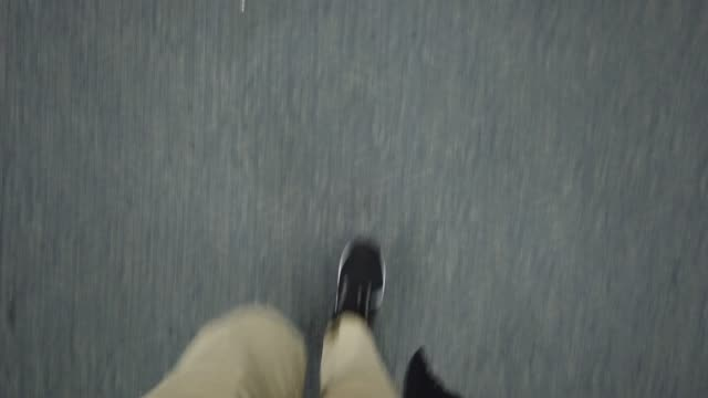Ansicht von oben Mann zu Fuß