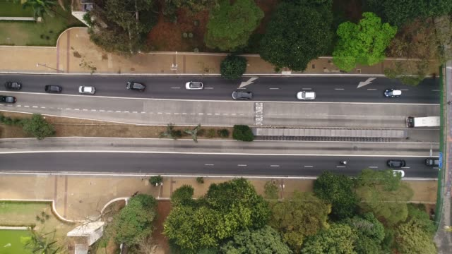 top view of avenida nove de julho in sao paulo city, brazil - carbon monoxide stock videos & royalty-free footage