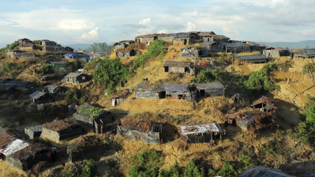 top view of balukhali rohingya refugee camp in ukhiya according to unhcr more than 7000 rohingya refugees have fled from myanmar rakhine state... - cox basar stock-videos und b-roll-filmmaterial