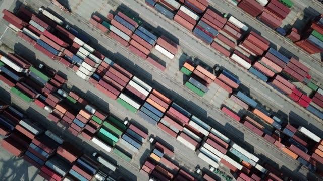 draufsicht des cargo-container für die schifffahrt - draufsicht stock-videos und b-roll-filmmaterial