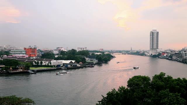 draufsicht des chaopeaya flusses bangkok, thailand - chao phraya delta stock-videos und b-roll-filmmaterial