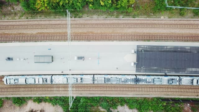 top view of departing commuter train, at trainstation helenelund, sollentuna, stockholm - rail transportation stock videos & royalty-free footage