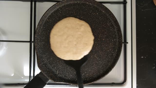 top view of pancake flip on frying pan - throwing stock videos & royalty-free footage