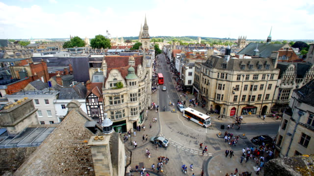 stockvideo's en b-roll-footage met bovenaanzicht van de stad oxford, engeland, uk time lapse - torenspits