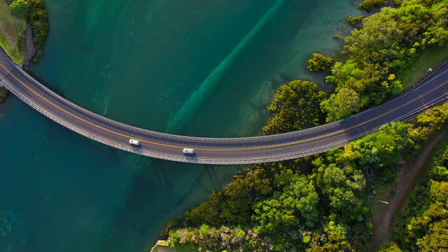 top view of waiwera bridge, auckland, new zealand. - biegung stock-videos und b-roll-filmmaterial