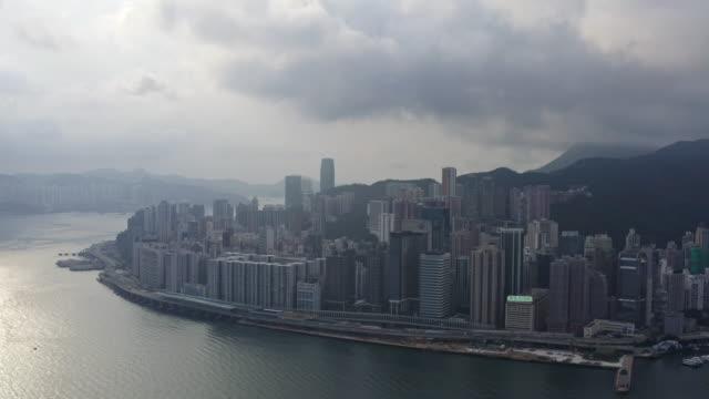 top-ansicht sturmwolke wohnen im zentralen bezirk in hong kong china - insel hong kong island stock-videos und b-roll-filmmaterial