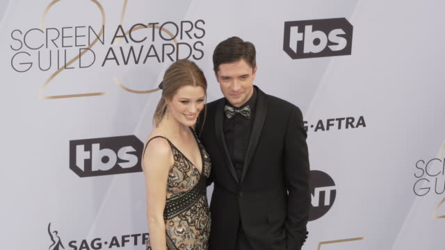 topher grace ashley hinshaw at the 25th annual screen actors guild awards at the shrine auditorium on january 27 2019 in los angeles california - screen actors guild awards stock videos & royalty-free footage