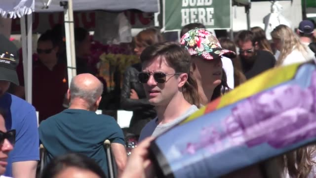 topher grace shopping at a farmers market in studio city at celebrity sightings in los angeles on june 22 2019 in los angeles california - topher grace stock videos & royalty-free footage