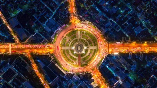 vídeos de stock e filmes b-roll de topview of futuristic traffic timelapse - rotunda entroncamento