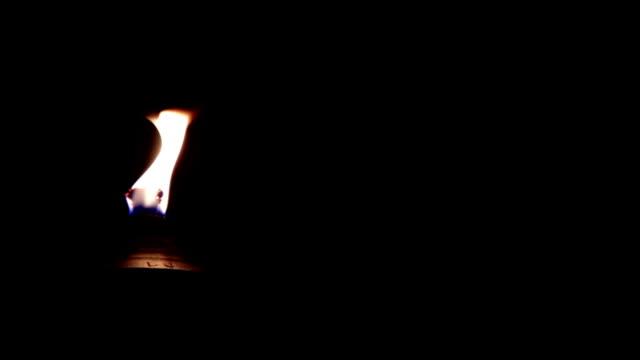 stockvideo's en b-roll-footage met torch - tiki torch