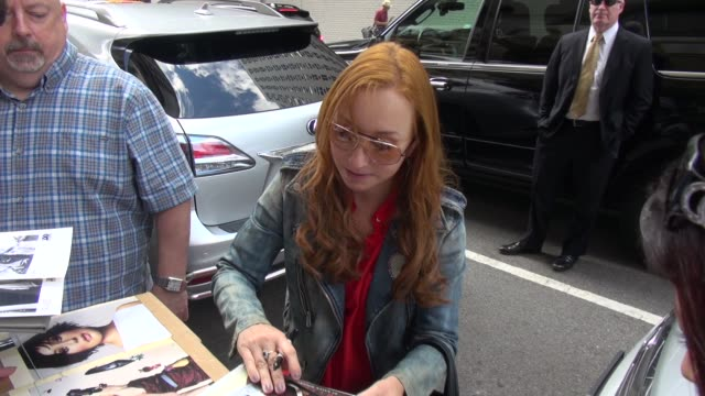 tori amos on her creative process as she arrives at the huffington post and greets fans before going in - celebrity sightings in new york on august... - tori amos stock videos & royalty-free footage