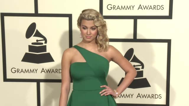 stockvideo's en b-roll-footage met tori kelly at 58th annual grammy awards® at staples center on february 15 2016 in los angeles california - 58e grammy awards
