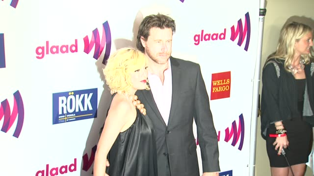vídeos de stock e filmes b-roll de tori spelling and dean mcdermott at the 22nd annual glaad media awards at los angeles ca - tori spelling