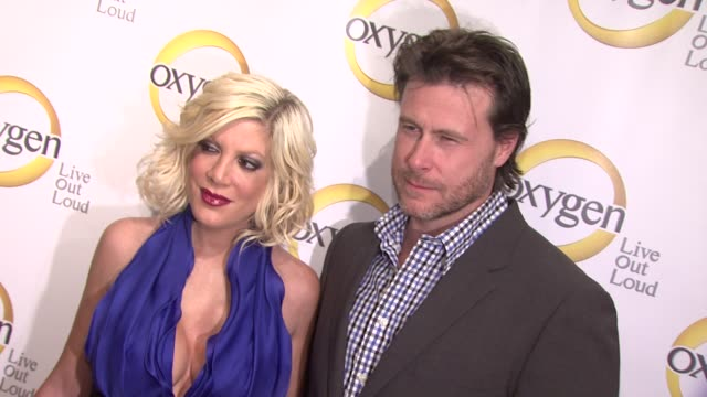 vídeos de stock e filmes b-roll de tori spelling and dean mcdermott at the oxygen media's 2011 upfront presentation at new york ny - tori spelling