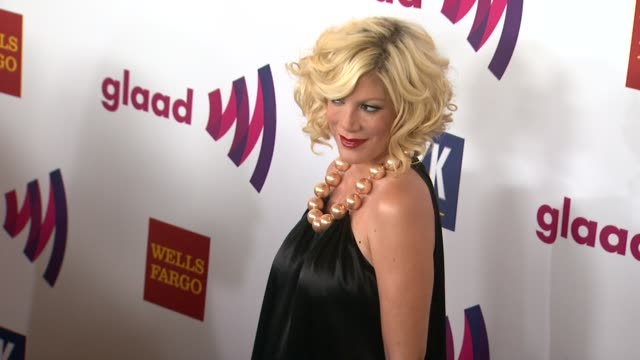 vídeos de stock e filmes b-roll de tori spelling at the 22nd annual glaad media awards at los angeles ca - tori spelling