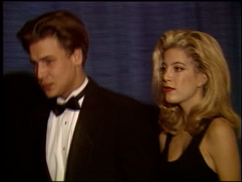 vídeos de stock e filmes b-roll de tori spelling at the scopus award 1993 at the beverly hilton in beverly hills california on january 30 1993 - tori spelling